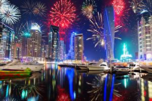 Картинки ОАЭ Дубай Праздники Рождество Небоскребы Яхта Фейерверк Ночь Города