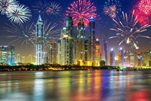 Обои Дубай ОАЭ Небоскребы Праздники Новый год Салют Ночные Города