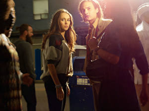 Обои Мужчины Взгляд Fear the Walking Dead 2015 Alycia Debnam-Carey Frank Dillane Фильмы Знаменитости Девушки фото