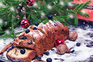 Обои Праздники Новый год Выпечка Капкейк кекс Орехи Черника Кекс Ветки Еда фото