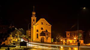 Обои Швейцария Здания Храм Дороги Улица В ночи Уличные фонари Reckingen город