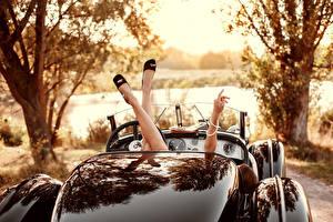 Обои для рабочего стола Винтаж Кабриолет Ног молодые женщины Автомобили