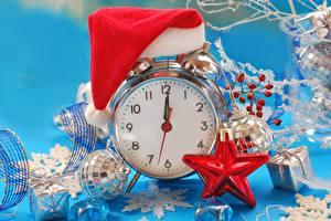 Обои Часы Праздники Новый год Будильник Шапки Шарики фото