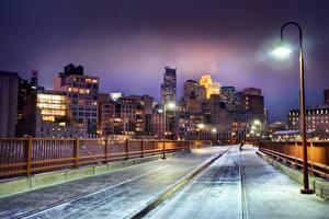 Картинка Штаты Зимние Здания Мост Ночные Уличные фонари Забор Minneapolis Minnesota город