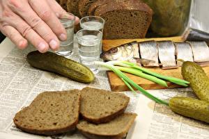 Картинка Водка Хлеб Огурцы Рыба Рюмка Пища