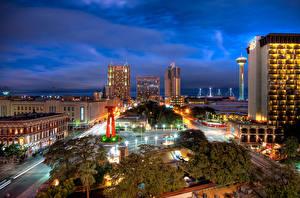 Картинки Штаты Здания Дороги Техас Улица Ночь Уличные фонари San Antonio город