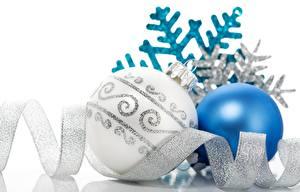 Обои Праздники Новый год Шарики Снежинки Лента Серебристый фото