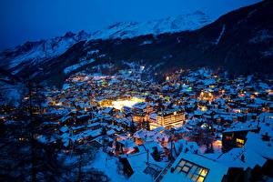 Фотография Швейцария Дома Зимние Гора Альп Ночью Ель Zermatt Swiss Alps город