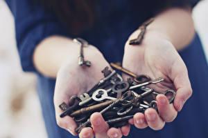 Картинка Руки Замковый ключ