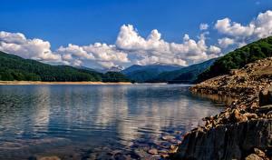 Обои Румыния Озеро Гора Побережье Облако Lake Vidraru Природа