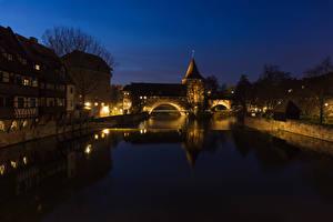 Картинки Дома Речка Мосты Германия Нюрнберг Ночь