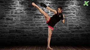Обои Бокс Татуировки Ноги Майка Каменные Стене kick pose martial arts training спортивные Девушки