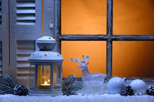 Обои Свечи Олени Игрушки Новый год Лампа Окно Шарики decoration фото