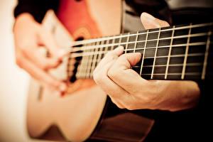 Фотография Вблизи С гитарой Руки