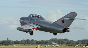 Картинки Истребители Самолеты Mikoyan-Gurevich MiG-15 Авиация