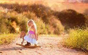 Фотографии Игрушки Дороги Девочки Ребёнок