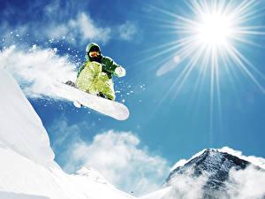 Обои Горы Зимние Сноуборд Снег Лучи света Природа