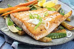 Фото Морепродукты Рыба Овощи Картофель фри Еда