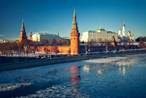 Картинка Россия Москва Реки Зима Здания Храмы Города