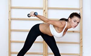 Картинки Фитнес Гантели Растяжка упражнение Спорт Девушки