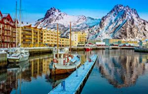 Обои Норвегия Дома Горы Пирсы Катера Svolvaer Города