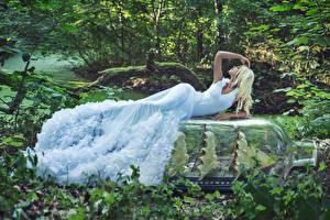 Фотография Леса Блондинка Платье девушка
