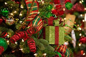 Картинки Праздники Новый год Шарики Подарки Бантик