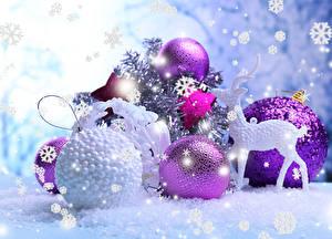 Картинки Олени Праздники Рождество Шар Снежинки