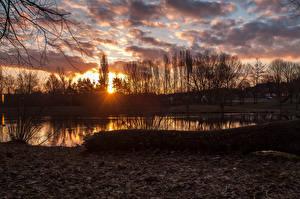 Обои Осенние Озеро Рассветы и закаты Облака Природа