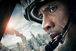 Обои Dwayne Johnson Мужчины Лицо Взгляд San Andreas Фильмы Города Знаменитости фото