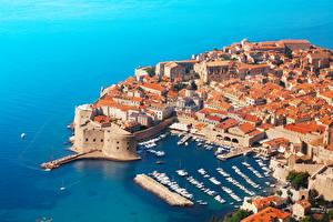 Картинка Хорватия Здания Побережье Причалы Катера Сверху Dubrovnik Города