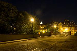 Картинки Польша Здания Дороги Ночные Уличные фонари Улице Lublin город