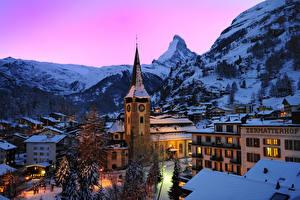 Фото Швейцария Здания Горы Зимние Ель Снег Ночные Альпы Zermatt Swiss Alps Города