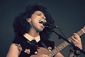 Обои Гитара Микрофон Девушки фото