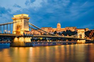 Фото Будапешт Венгрия Здания Речка Мост Ночные Уличные фонари Города