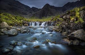 Картинка Водопады Пейзаж Горы Камни Шотландия Ручей Highland Природа