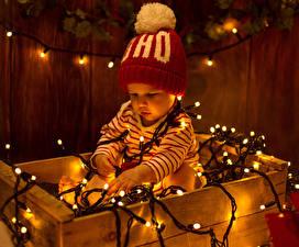 Фотографии Новый год Грудной ребёнок Гирлянда Шапка Дети