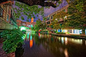Фото США Дома Техас Водный канал Ночь Уличные фонари San Antonio