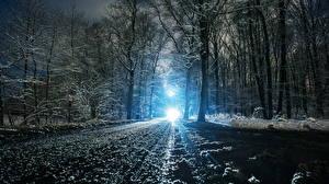 Картинка Зимние Дороги Снег Ночь Деревья Лучи света Природа