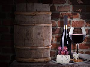 Фотографии Вино Бочка Виноград Сыры Бутылка Бокалы Продукты питания
