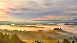 Фото Италия Пейзаж Небо Луга Поля Тоскана Туман Холмы Природа