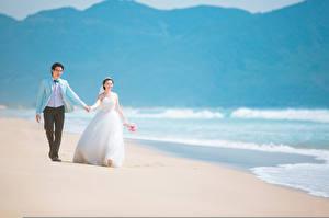 Фотография Азиаты Мужчины Свадьба Жених Невеста Платье Пляж Природа Девушки