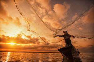 Фотографии Небо Рассветы и закаты Лодки Рыбалка Мужчины Реки Природа
