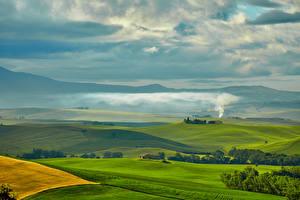 Картинка Италия Пейзаж Поля Луга Небо Тоскана Холмы Природа