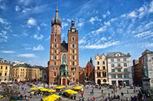 Обои Дома Люди Польша Краков Улица Городская площадь St. Mary's Basilica Города фото