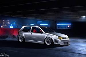 Фотография Volkswagen Тюнинг Припаркованная В ночи Серебряный golf машины