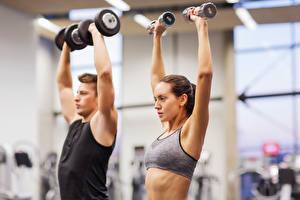 Фотографии Мужчины Фитнес Гантель Тренировка спортивные Девушки
