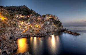 Картинки Италия Дома Побережье Лигурия Скала Ночь Manarola Города