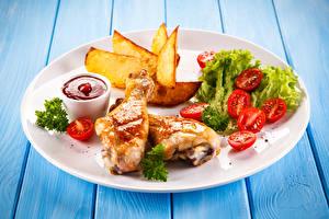 Фотографии Вторые блюда Курица запеченная Картофель фри Овощи Томаты Кетчуп Тарелка