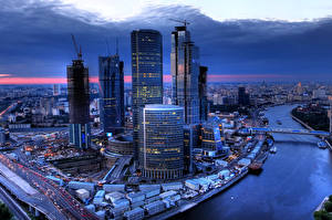 Картинки Россия Москва Здания Речка Небоскребы Мегаполис Водный канал Города